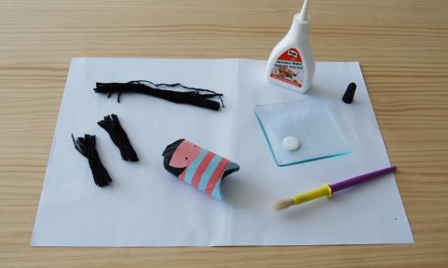 Preparando materiales para hacer el pelo