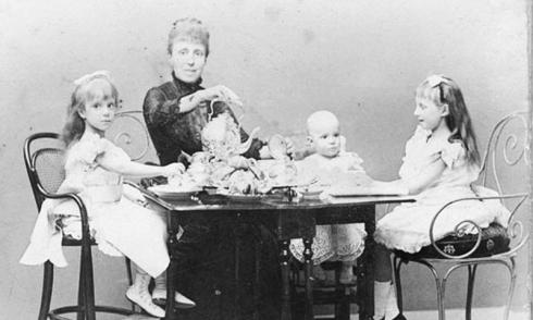 María Cristina con sus hijos.