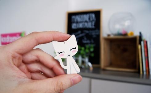 Kodomis DM madera Masukotto gato